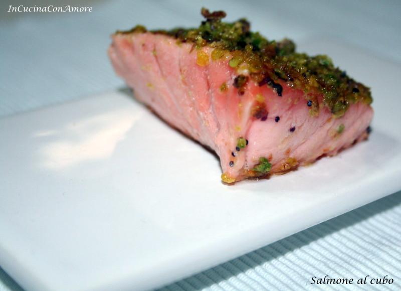 salmone al cubo